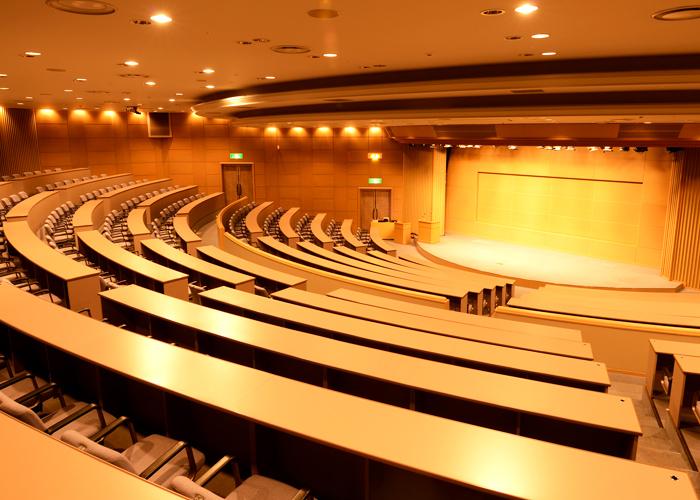 https://www.kensyu-center.jp/facilities/img/auditorium/mainImg03.jpg